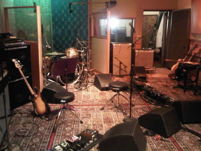 Suasana studio Red Hot Chili Peppers (Kaskus)