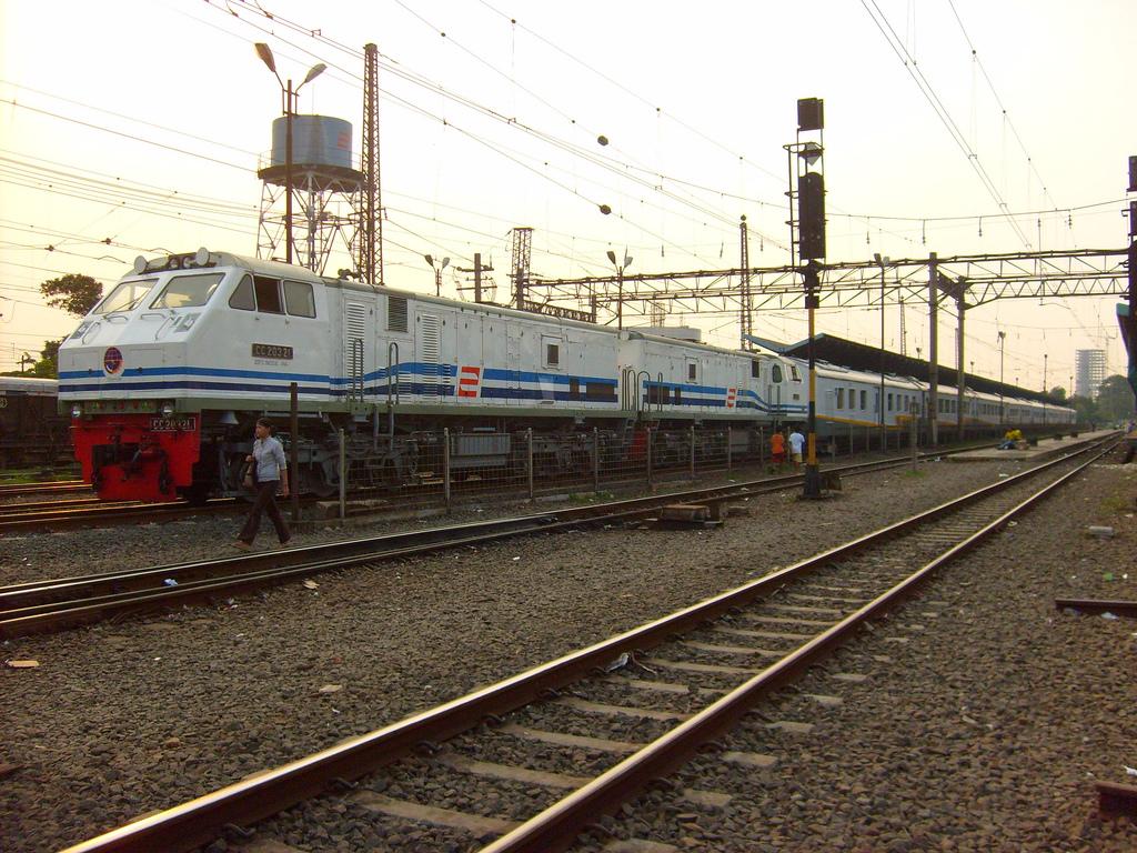 Kereta RI 1-2