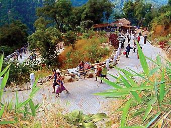 Berjalan Kaki dari Bawah Gunung