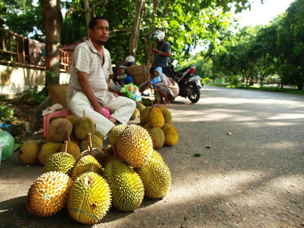 5 Hal Unik Pada Penjual Durian Di Pinggir Jalan