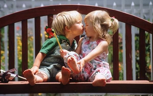 10 Alasan Cewek Menolak Ciuman