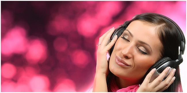 Makan Sambil Mendengarkan Musik Membuat Makanan Lebih Nikmat