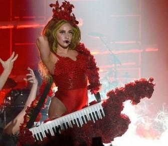 Pakaian yang dipakai Lady Gaga dalam konser ulang tahunnya