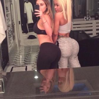 Slfie bokong Kim Kardashian