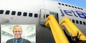 Pramugara mengundurkan diri ketika pesawat sedang mengudara