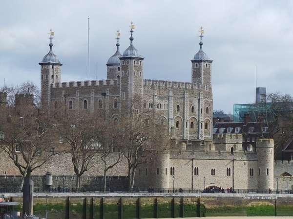 Misteri Hantu Tanpa Kepala di Tower of London
