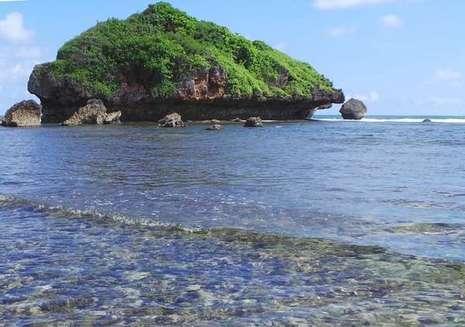 Beningnya Air Pantai Ngandong di Yogyakarta