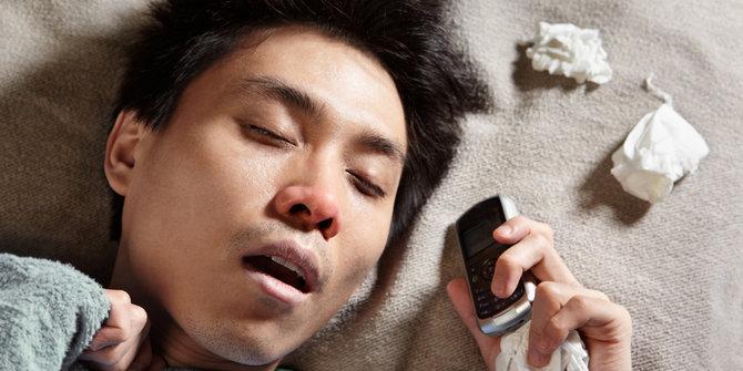 Awas! Cahaya Ponsel Bisa Kacaukan Jam Tidur