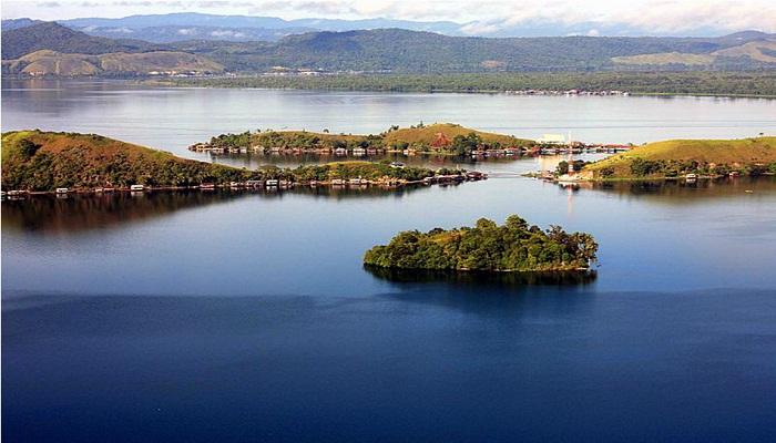 Keindahan Danau Sentani Tak Kalah dari Danau Toba