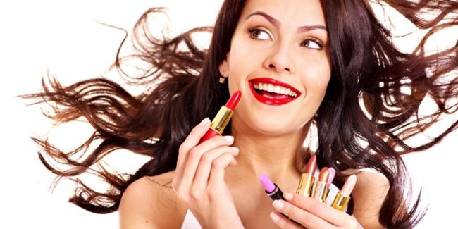 Ini Bahaya Menggunakan Lipstik Abal-abal
