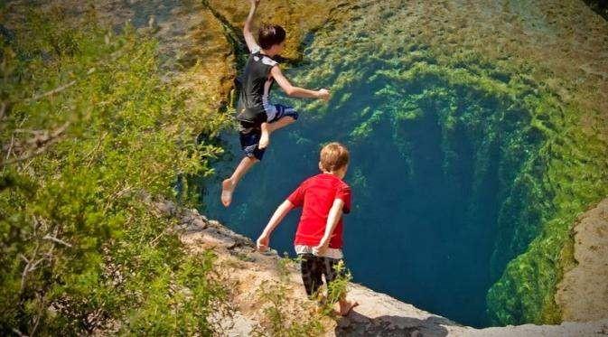 Pacu Adrenalin! Diving di Kolam Terekstrem di Dunia