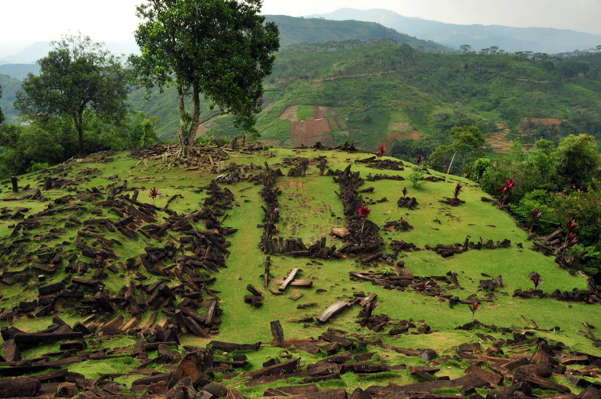 Angkernya Jalan Menuju Situs Megalitikum Gunungpadang