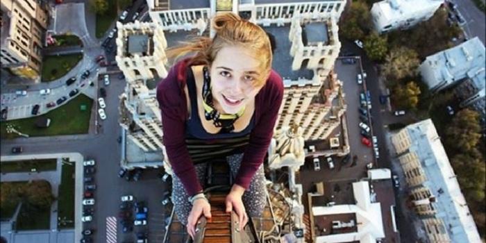 STORY: Selfie Terakhir Gadis yang Jatuh dari Ketinggian