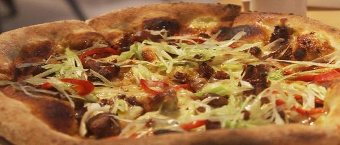 Hidangan 'Chicken Teriyaki Pizza' yang Menggoda Lidah