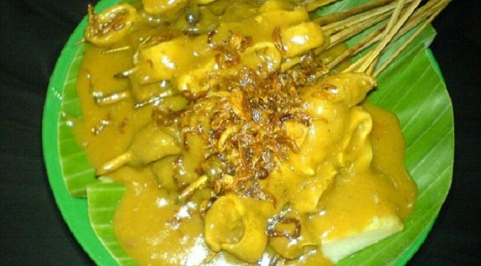 Nikmati Makan Malam di Sate Padang Pak Datuk