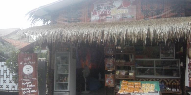 Sensasi Kopi Campuran Rempah di Saung Abang None
