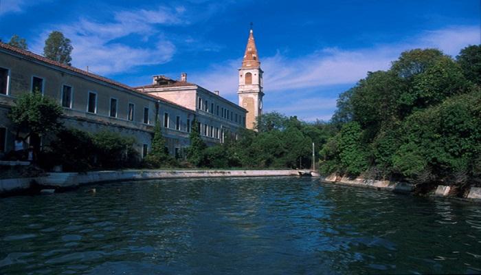 Pulau Poveglia, Pulau Angker di Italia