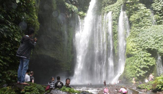 Berburu Air Terjun di Kaki Gunung Rinjani