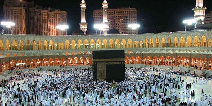 STORY: Pria Gendong Ayahnya Selama Ibadah Haji