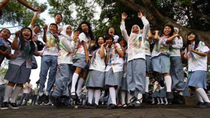 6 Seleb yang Ternyata Tak Sekolah SMA
