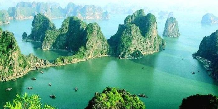 Indahnya Teluk Naga Halong di Vietnam