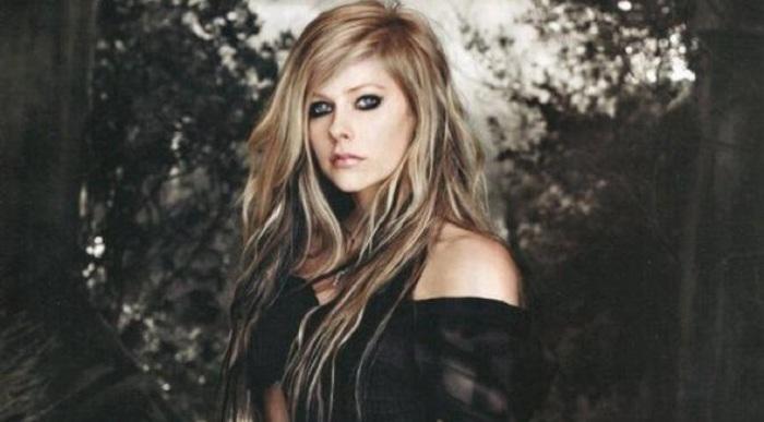 Avril Lavigne Terkena Penyakit Misterius