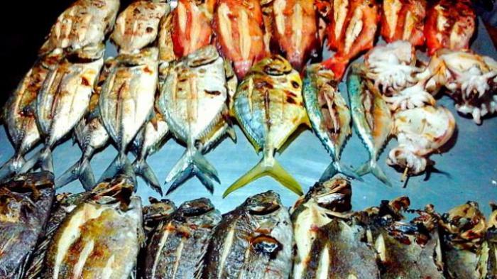 Bersantap Ikan Bakar di Tembok Berlin-nya Sorong