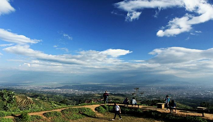 Bukit Moko, Puncak Tertinggi di Bandung
