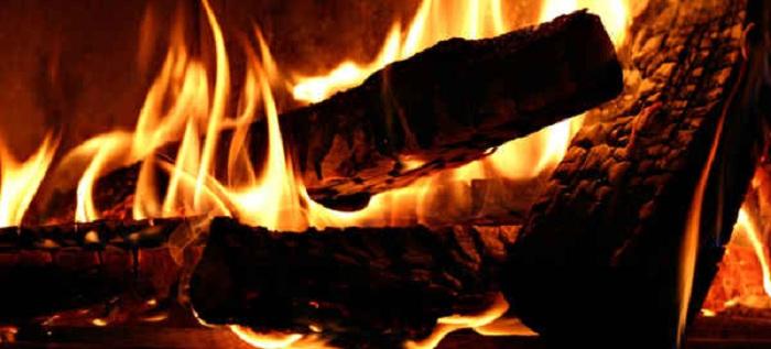 Kenapa Api Bisa Warna-warni?