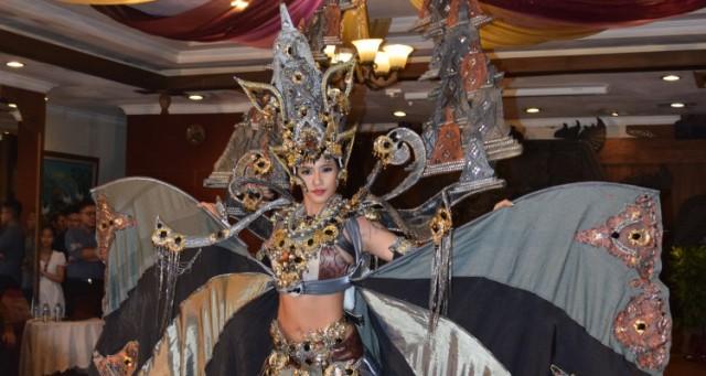 Kostum Elvira Devinamira Salah Satu Terbaik di Miss Universe