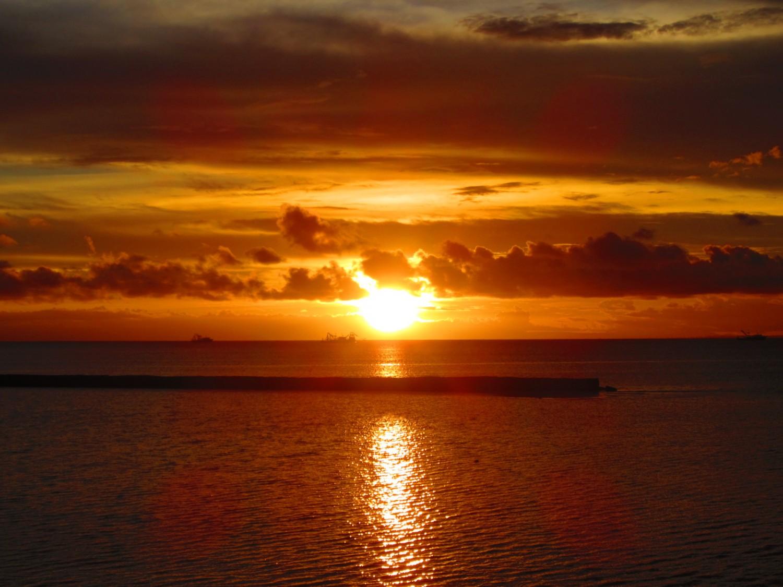 Menengok Pesona Senja di Teluk Triton Kaimana
