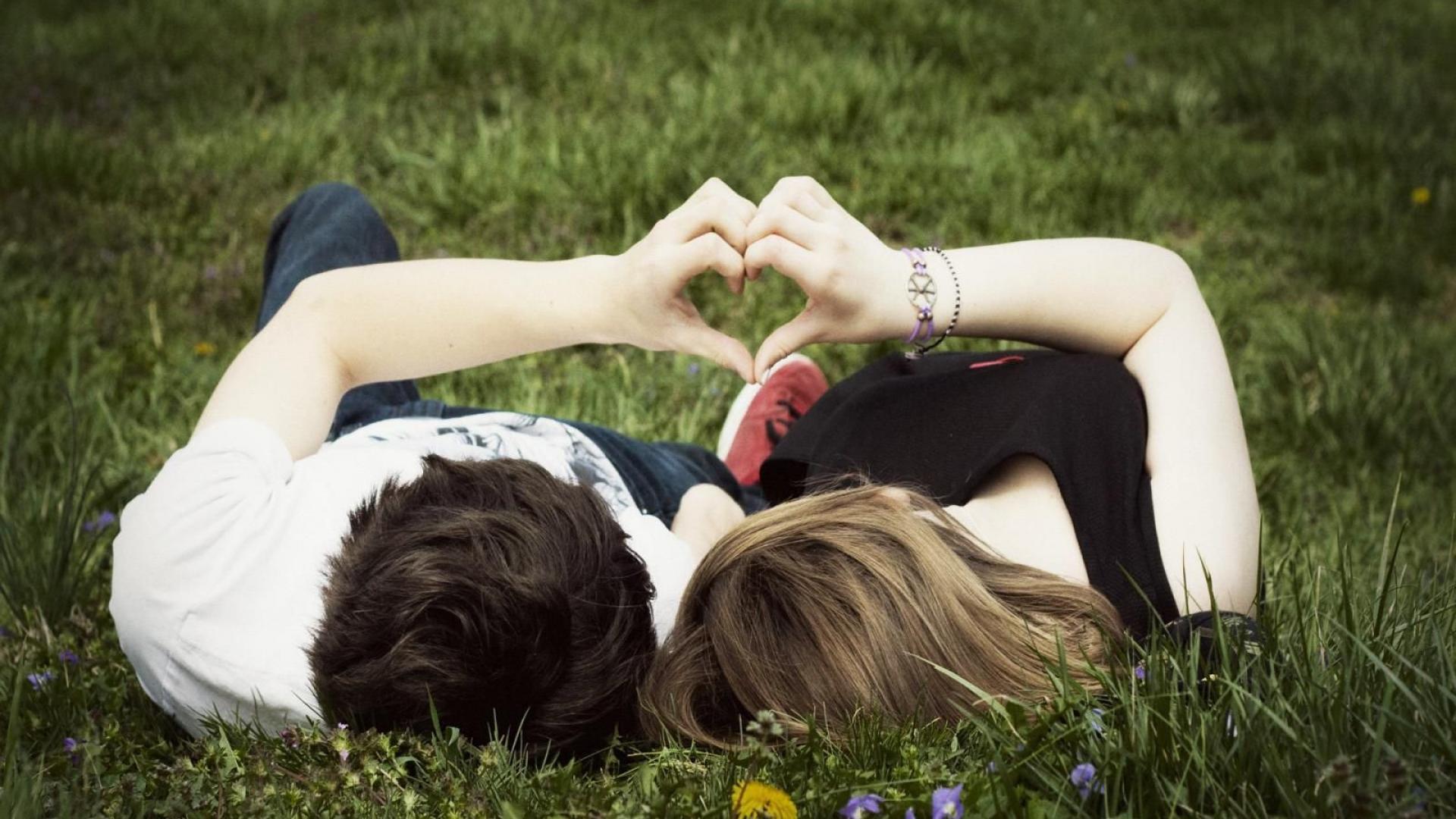 5 Pasangan di Film yang Lanjutkan Hubungan di Dunia Nyata