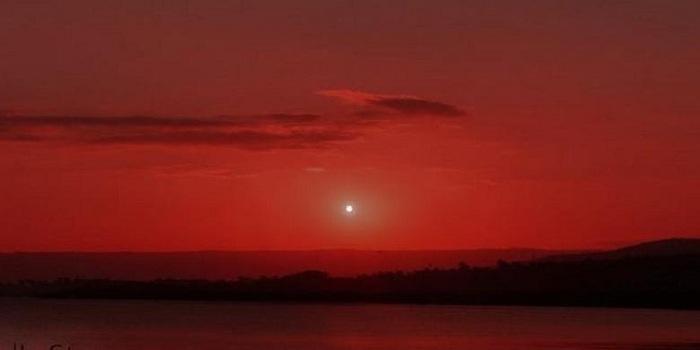 Suasana Senja Jika Bukan Matahari yang Sinari Bumi