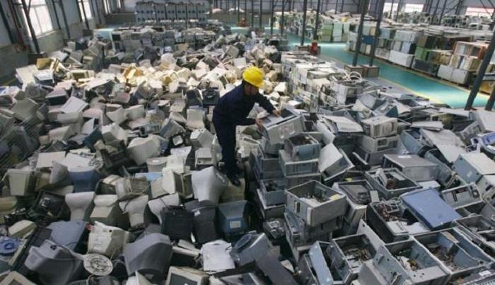 Penampakan Kuburan Sampah Elektronik Terbesar di Dunia