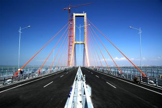 Jembatan Suramadu (wikimedia.org)