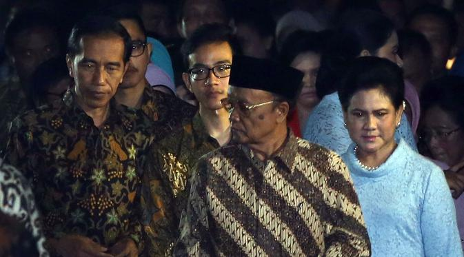 Jokowi bersama tamu yang hadir (bintang)