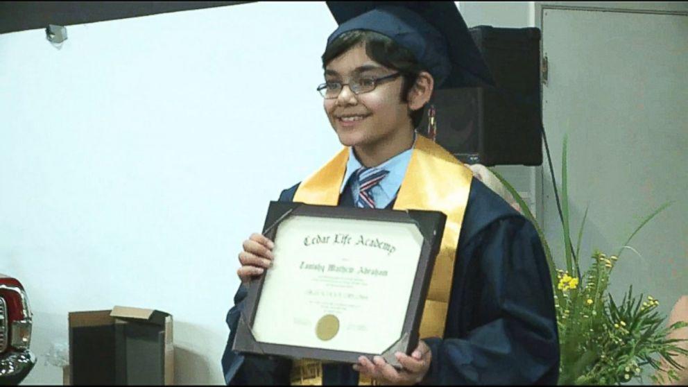Wow! Bocah 11 Tahun Ini Menyabet 3 Gelar Sarjana Sekaligus
