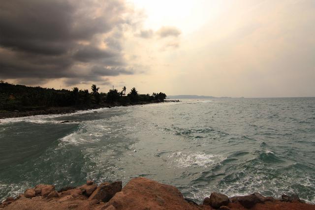 Pantai Wartawan, Sumber Air Panas yang Bercampur Air Laut