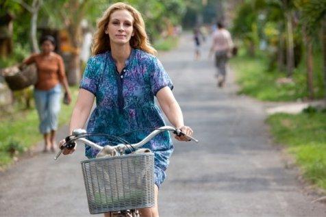 Julia Roberts kenakan busana batik Indonesia (fashionsart.com)