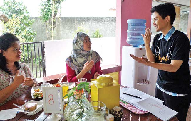 Pamulang Miliki Kafe yang Mengandalkan Bahasa Isyarat