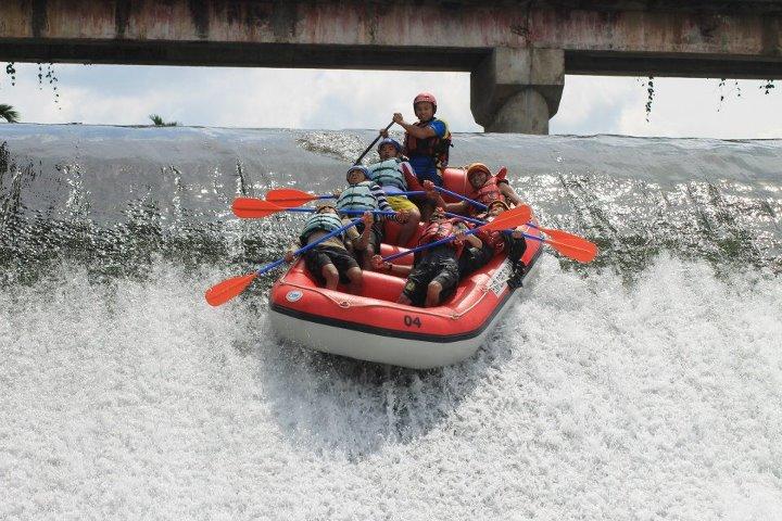 Rafting di Sungai Bingei (restinchaos.wordpress.com)