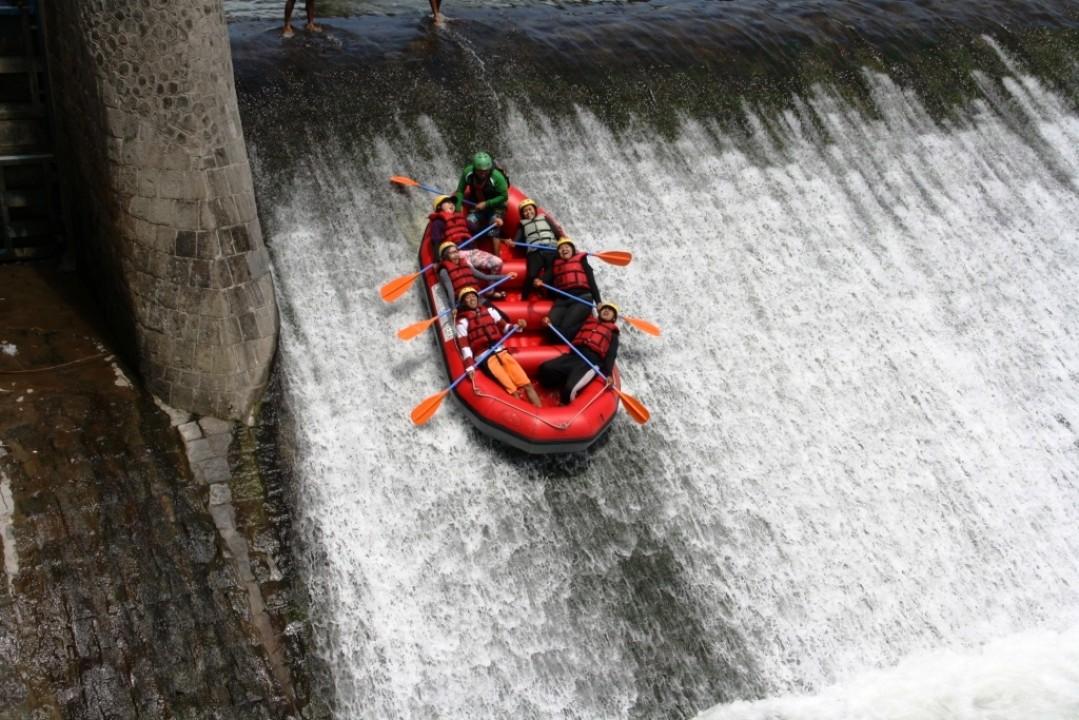 Rafting di Sungai Bingei (garudasocialmiles.com)