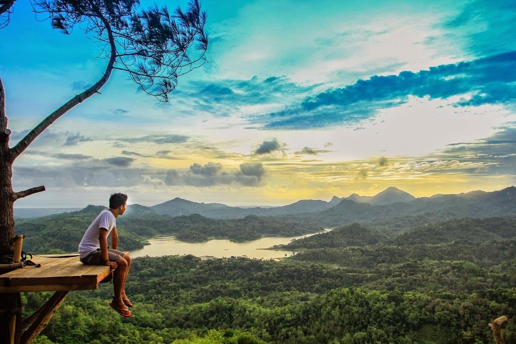 Tempat Terbaik Menikmati Waduk Sermo di Kalibiru, Yogyakarta