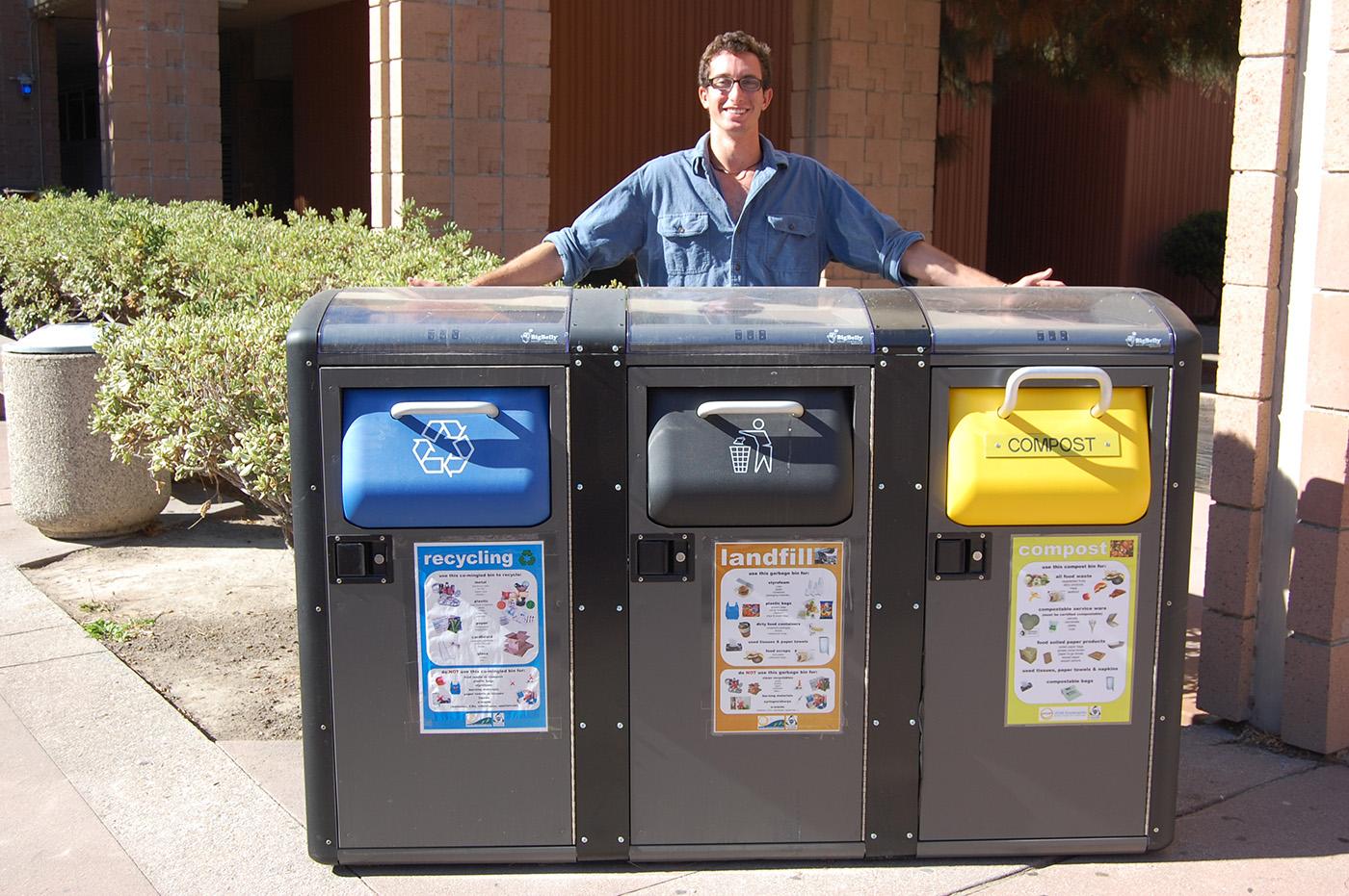 Canggih, Tempat Sampah Ini Bisa Kamu Pakai Internetan Gratis