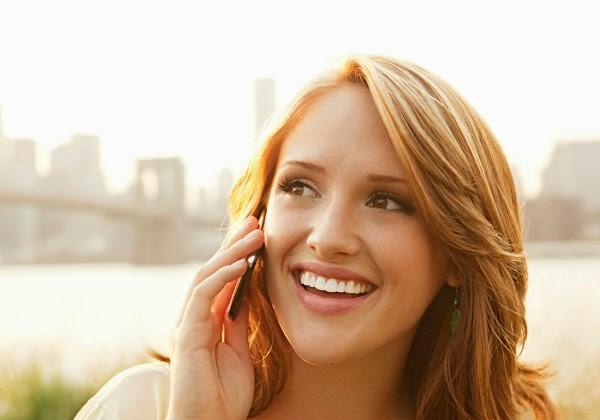 Berikan senyum saat ditanya kapan nikah (dailymail)