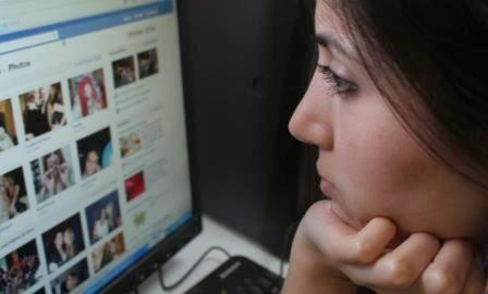 Jauhi sosial media agar tak larut sedih (photograph)