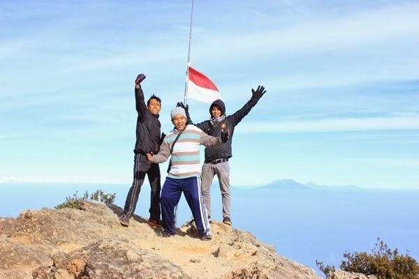 Gunung lawu (jumpingrooftops.blogspot.com)
