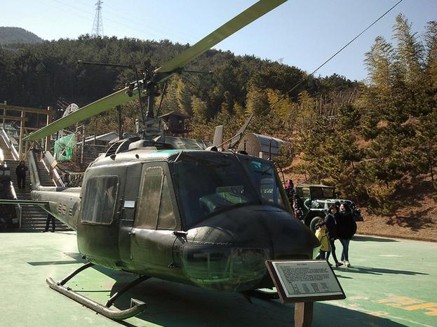 Helikopter yang digunakan untuk berperang (flickr.com)