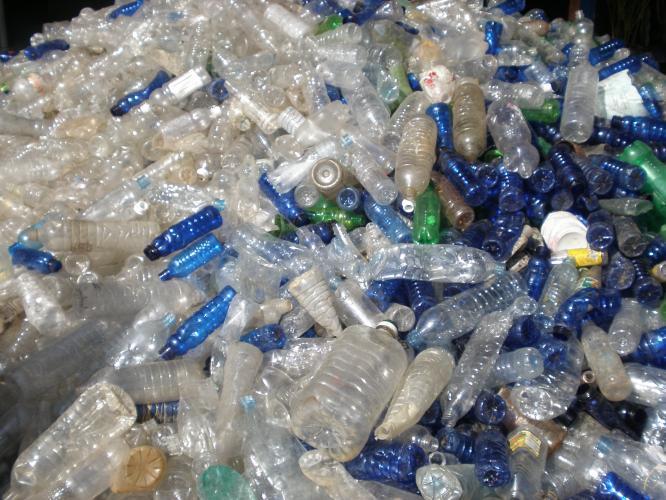 Ilustrasi limbah plastik (Agrowindo)