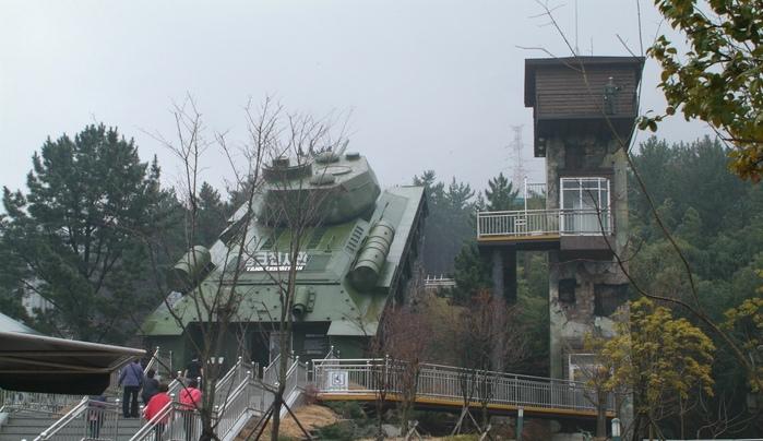 Museum penjara Geoje dari depan (english.visitkorea.or.kr)